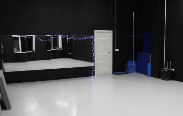 Танцевальный зал черно-белый - фото №1