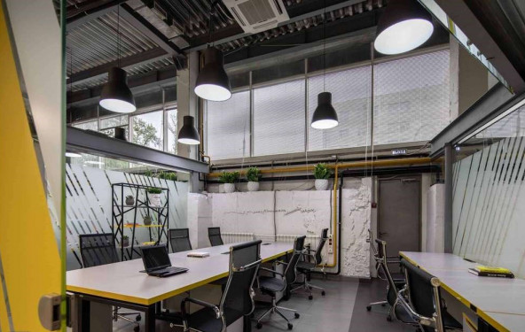 Рабочее место в коворкинге - фото №2