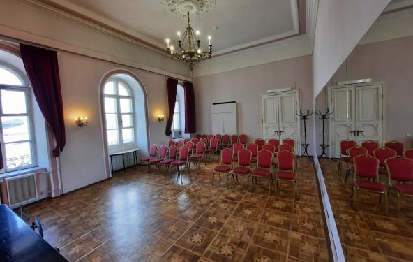 Зал с балконом XVIII века - фото №3
