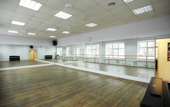 Зал для танцев с пианино - фото №2