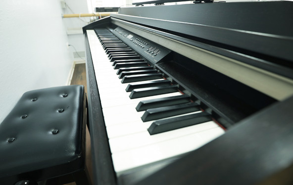 Зал для танцев с пианино - фото №3