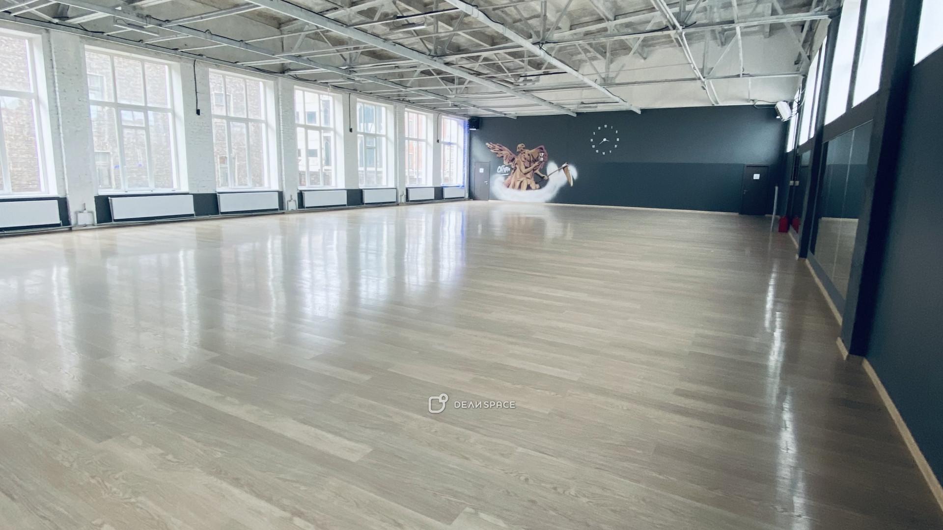Танцевальный зал Сатурн