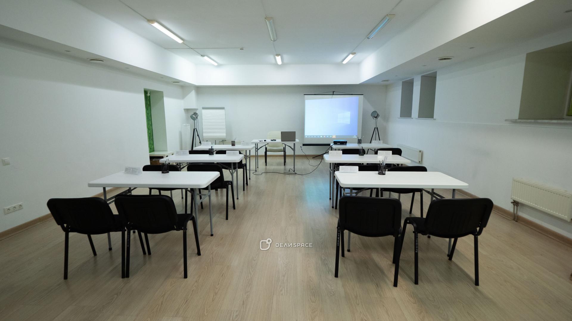 Зал для занятий спортом, боевыми искусствами, йогой, медитацией, подвижными практиками - фото №5