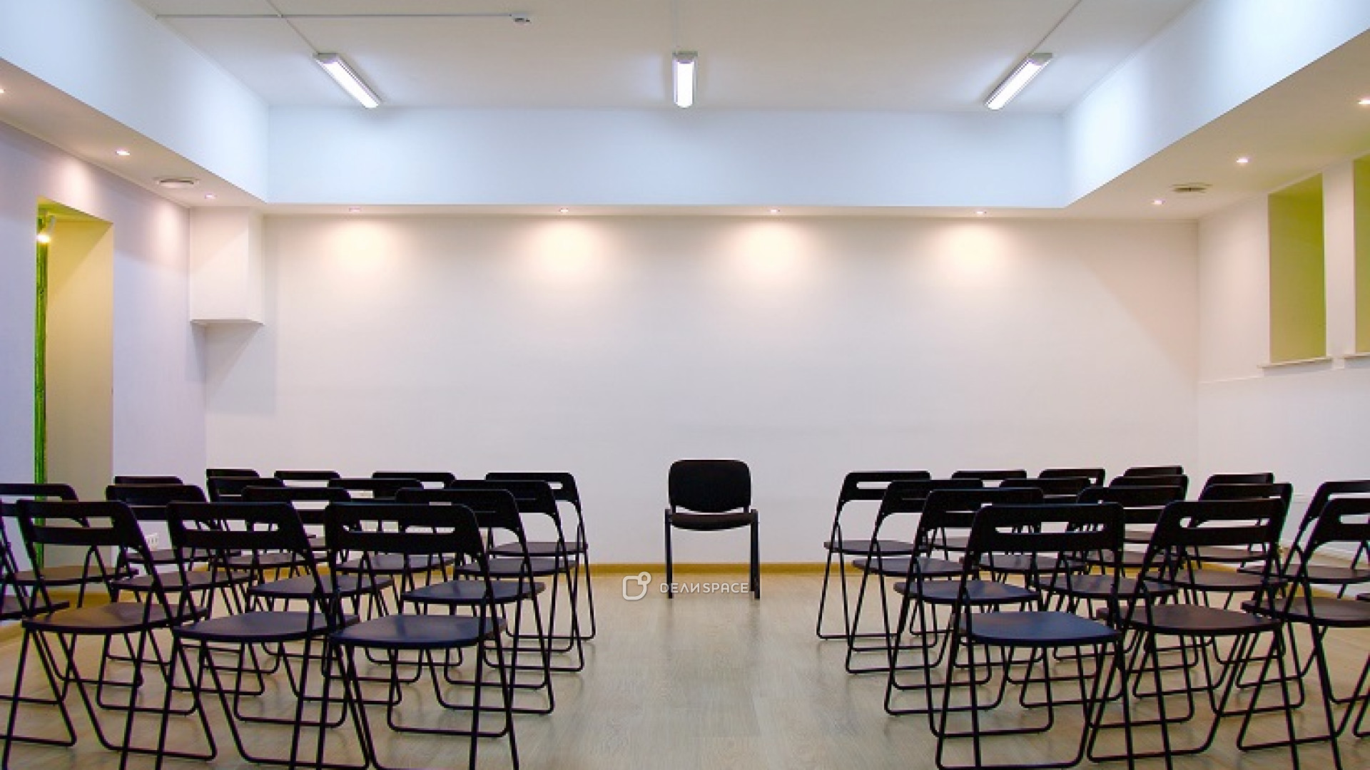 Зал для занятий спортом, боевыми искусствами, йогой, медитацией, подвижными практиками - фото №6